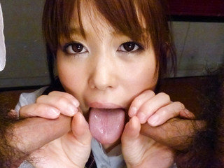 Moe Sakura meditates with a electro-hitachi in her poon and gets facialized